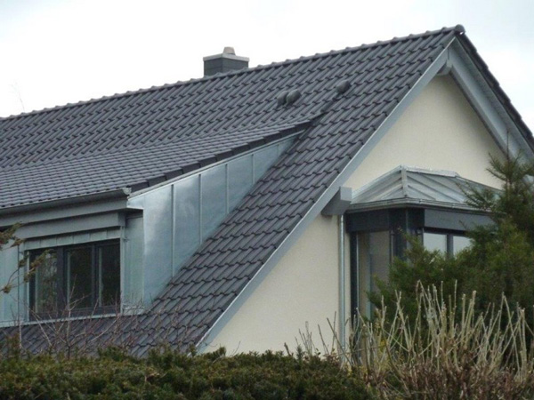 Basan. Holzbauwerke: Modernisierung - Dachkonstruktion - Balkon - Holzterrasse