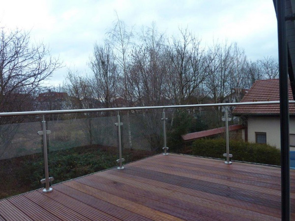 Mehr Nutzfläche: Modernisierung - Dachkonstruktion - Balkon - Holzterrasse