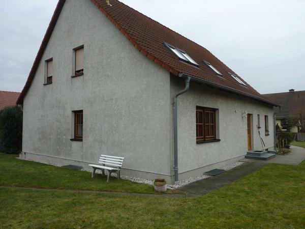 Basan. Bauwerke aus Holz: Modernisierung - Dachkonstruktion - Balkon - Holzterrasse