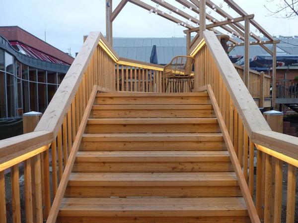 Holzhaus - Treppenkonstruktion - Terrassenbereich