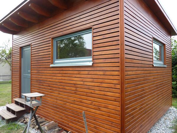 Horizontale Holzpaneelen: Haus mit Holz verkleiden