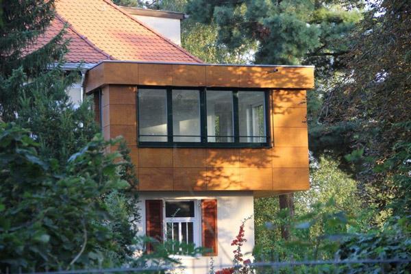 Hausanbau Fassade aus Holz
